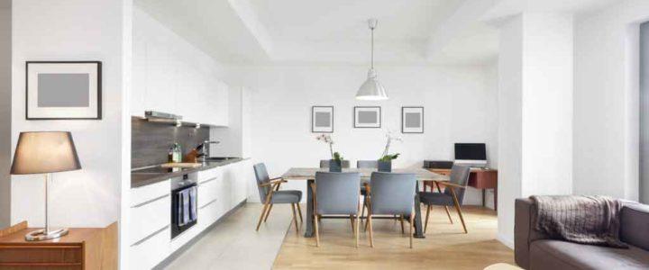 Een stijlvolle look in de eetkamer door het combineren van eetkamerstoelen
